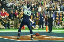 Line judge Mark Perlman signaling touchdown before assessing Seahawks receiver Doug Baldwin for an unsportsmanlike conduct foul (Steve Sanders/NFL)