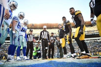 Clete Blakeman tosses the coin (Pittsburgh Steelers)