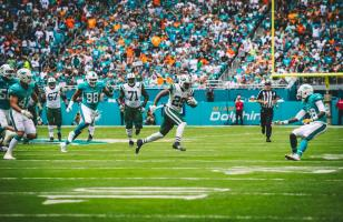 Jeff Rice gives chase (Miami Dolphins)