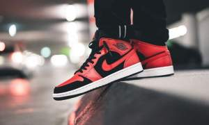 air-jordan-1-mid-black-gym-red-554724-054-now-availble-footasylum feature