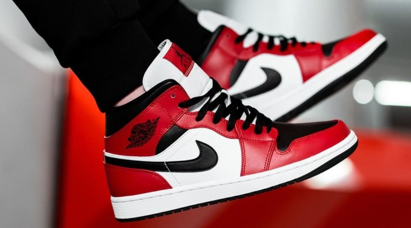 air-jordan-1-mid-chicago-toe-554724-069-restock