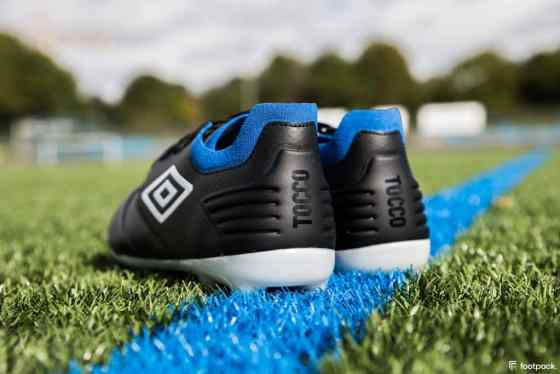 umbro-tocco-black-blue-2020-footpack-9