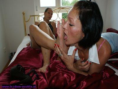 lesbian foot worship hentai