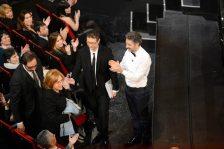 Fabio Fazio e Beppe Fiorello salutano la moglie di Modugno   © Daniele Venturelli / Getty Images