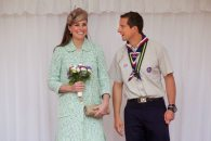 Kate Middleton e Bear Grylls | © Getty Images