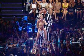 L'esibizione hot di Miley Cyrus ai VMAS | © Getty Images