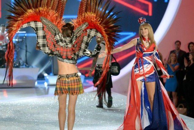 Lily Aldridge e Taylor Swift | © Getty Images