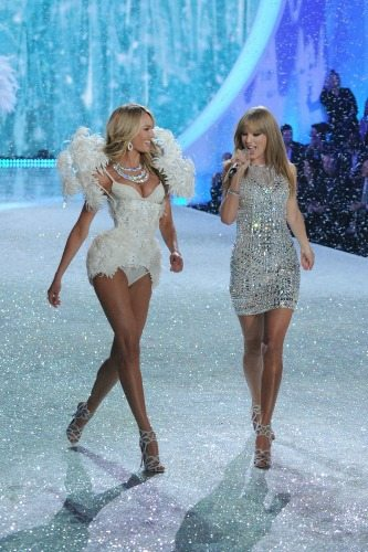 Taylor Swift e Candice Swanepoel | © Getty Images
