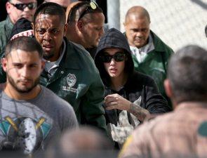 Justin Bieber all'uscita dal carcere | © Joe Raedle / Getty Images