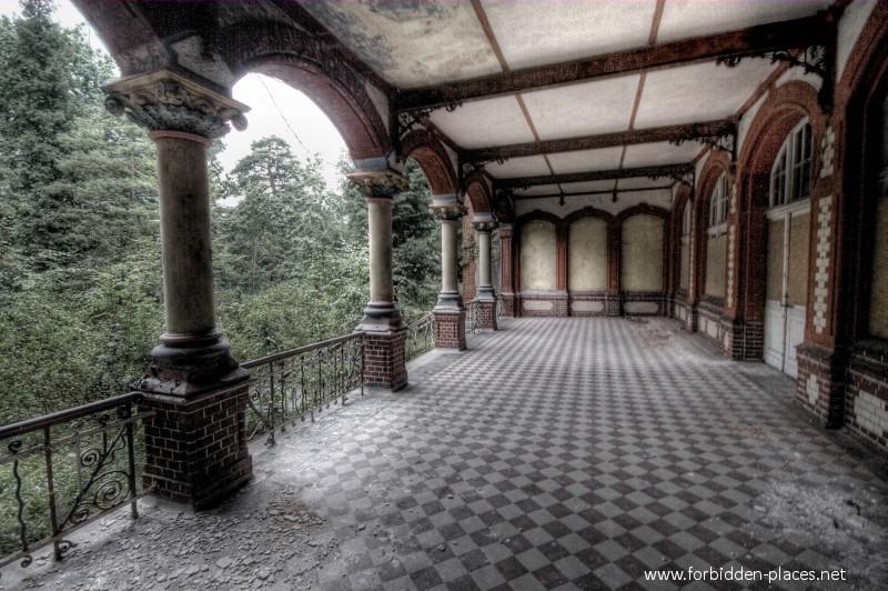 Le Sanatorium de BeelitzHeilsttten  c Forbidden