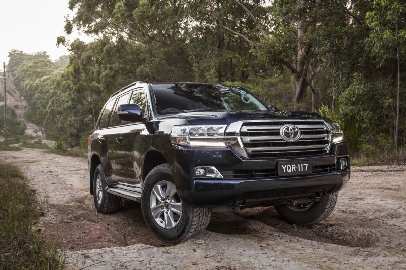 Toyota Land Cruiser V8 Hd Wallpapers 2017 Toyota Landcruiser 200 Series Given More Altitude