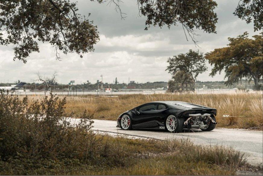 Lamborghini Huracan looses rear bumper for twin-turbo ...