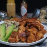 Bocconcini di pollo alle spezie con riso e platano croccante