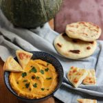 Hummus di zucca e pane naan