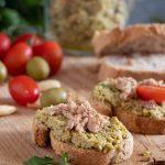 Bruschetta con paté di oliva tenera ascolana e tonno