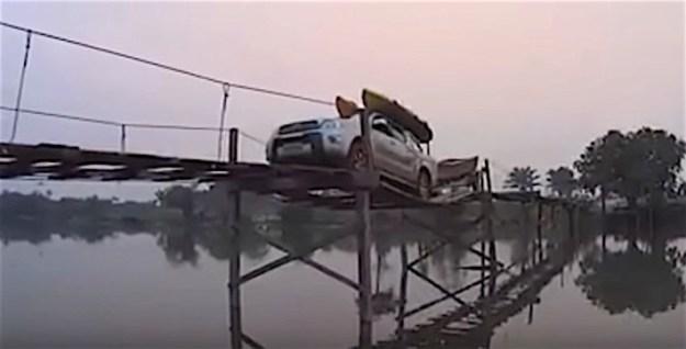 Hilux Bridge Crossing Crazy