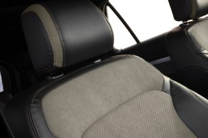 2017 Ford Explorer XLT Sport Appearance Package 16