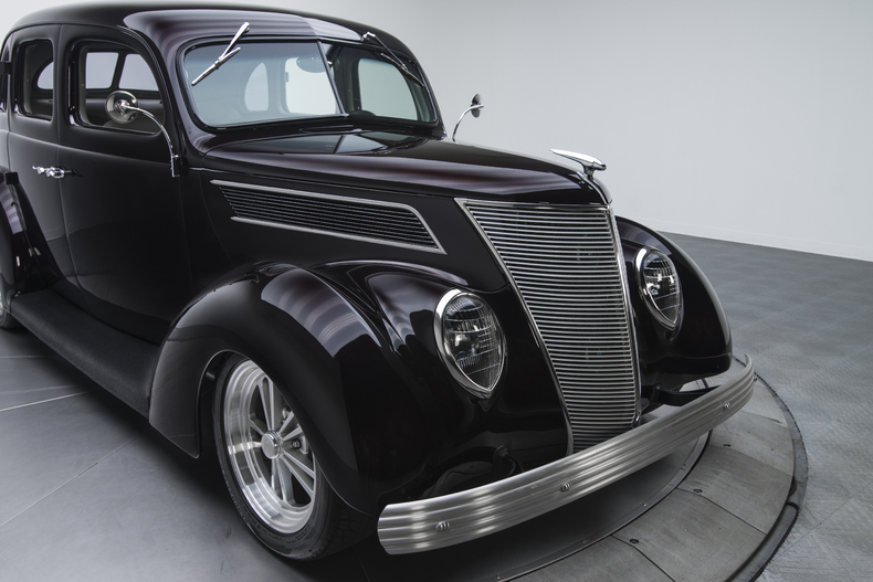 1937-Ford-Sedan_350072_low_res