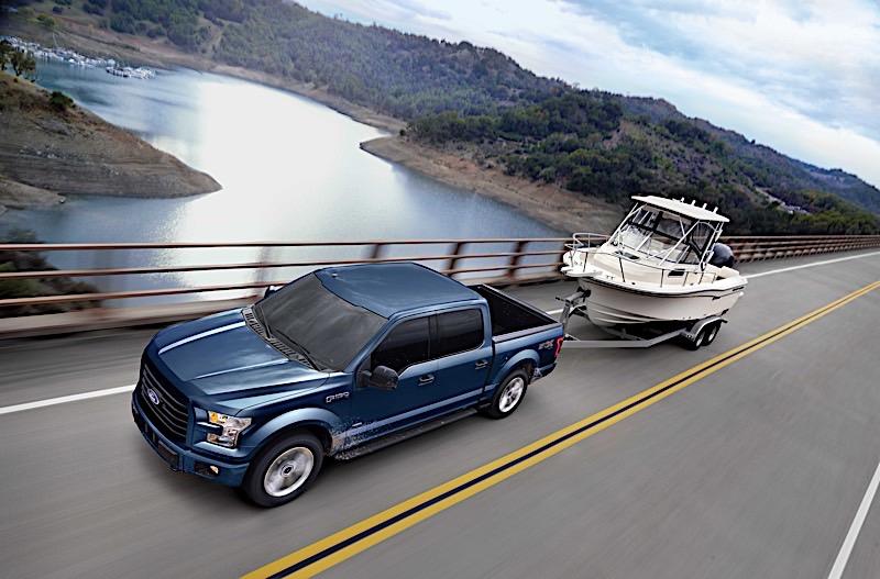 1438439_17_f150_xlt_boat_trailer_rig_bridge_shot_1_0117_bsc1_bluejeans_r3