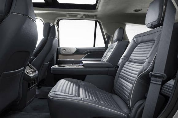 2018-Lincoln-Navigator-006