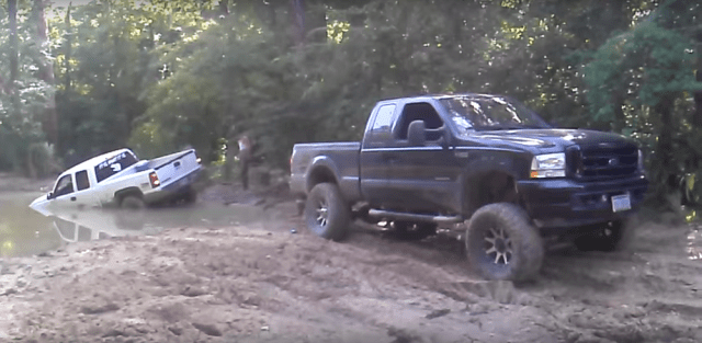 ford-trucks.com Ford Super Duty Pulls Chevrolet Out of Mud