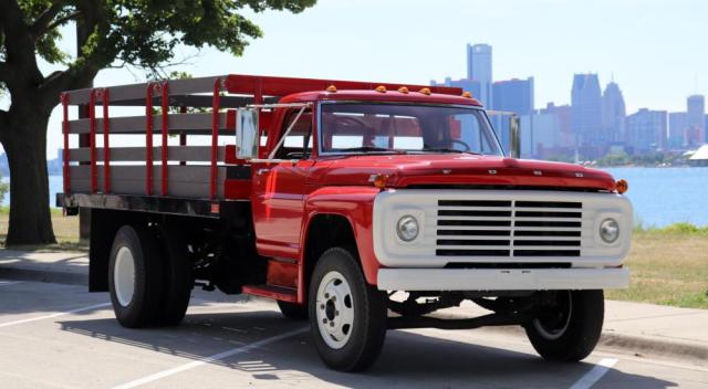 1967 Ford F-700 Front