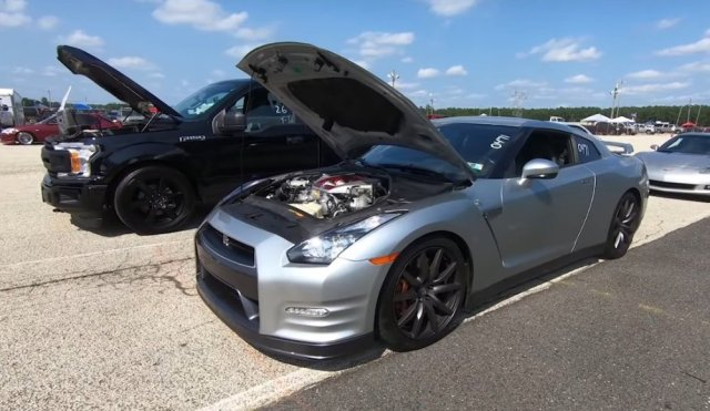 Nissan GTR waiting with Ford F-150