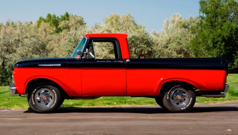 1961 Ford F-100 Side
