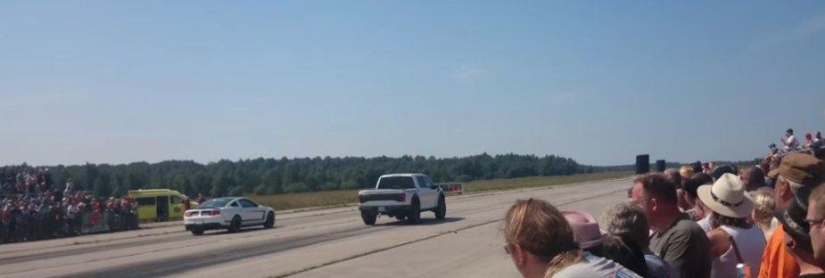 Raptor Racing a Mustang