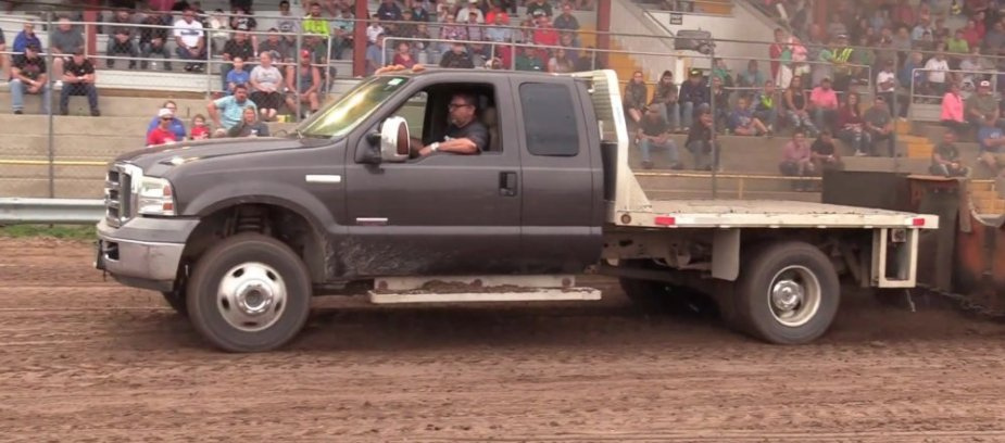 Ford F-350 Pulling Side