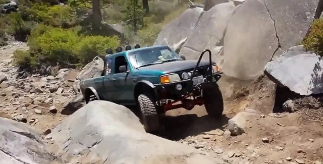 Rock Crawling Ford Ranger
