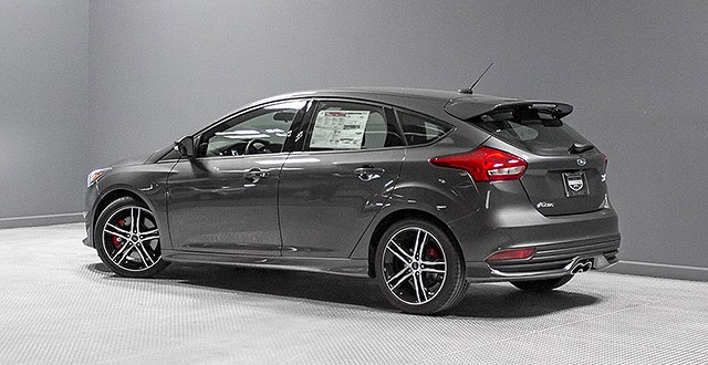 2019 Ford Focus ST showroom