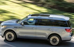 2019 Lincoln Navigator Hybrid exterior