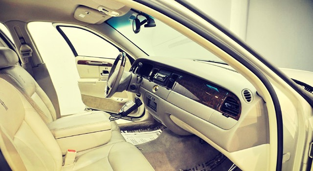 2019 Lincoln Town Car interior