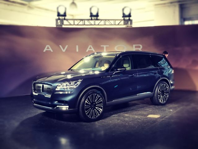 2020 Lincoln Aviator Is The New Luxury Three Row Suv Ford Tips