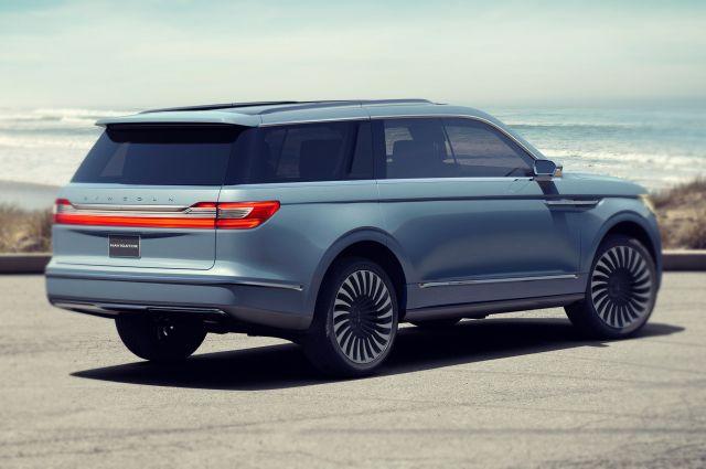 2020 Lincoln Navigator rear