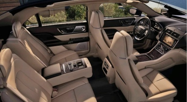 2020 Lincoln Town Car interior
