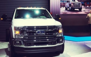 2020 Ford F-600 front