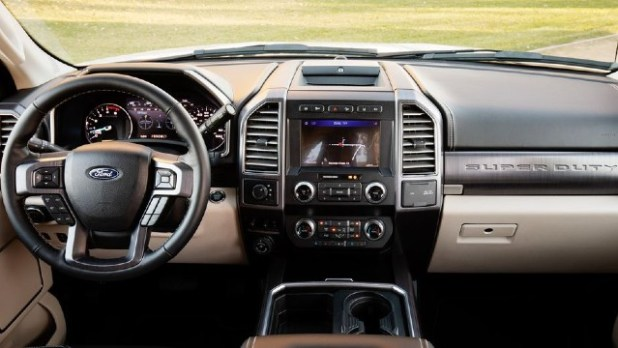 2022 Ford Super Duty interior