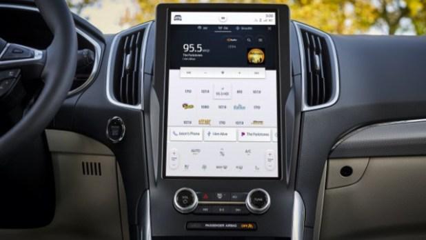 2022 Ford Edge Hybrid interior