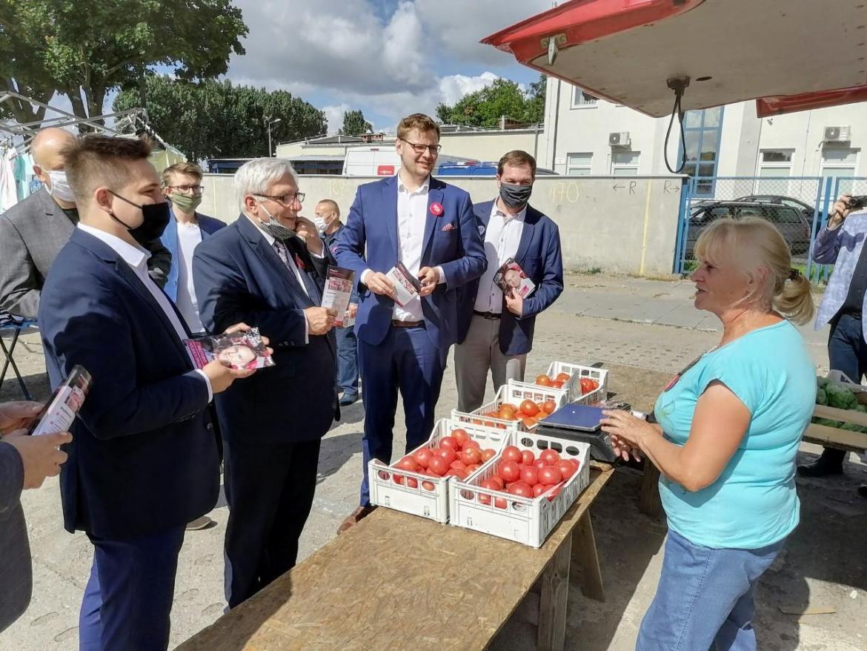 Minister Woś agituje