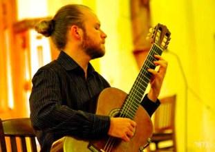Chuck Hobson- Guitare