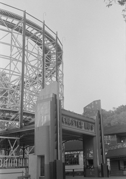 The Coaster Dips entrance at Glen Echo Park in 1939 (photo by David Myers, courtesy of the Library of Congress)