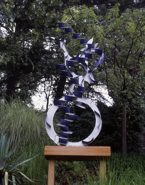 """Bird,"" painted steel, .5' x 2.5' x 7' high. 2002. (photo by Chan Chao)"