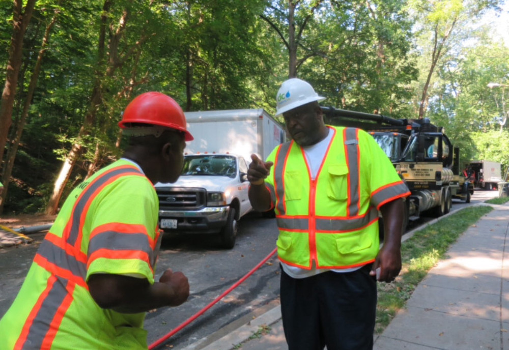 John Crowder of DCW directs contractor personnel. (photo by Marlene Berlin)