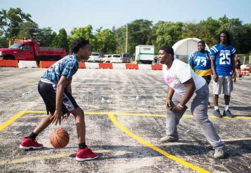 Kids play basketball. | Alexa Rogals/Staff Photographer