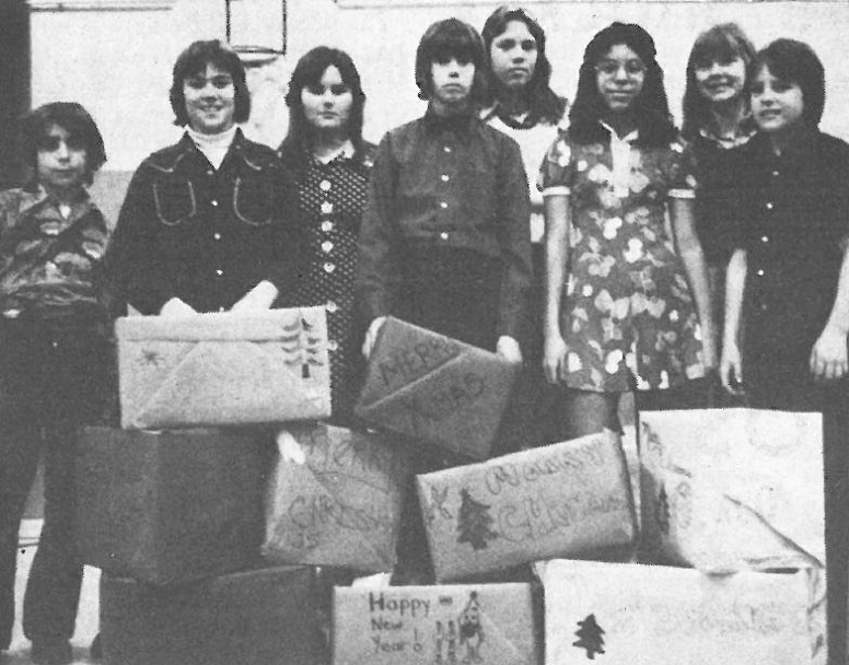 1975 Forest Park Middle Schoolers, Peter Eterno, Jim Milton, maureen McDermott, Larry Steinback, Denise Sciaccotta, Margie Silva, Brenda Henderson and Jim Lane with boxes collected full of turkey and canned goods for some