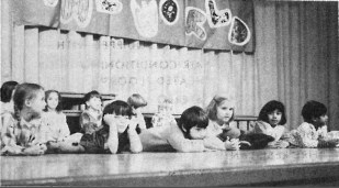Garfield's first graders open the show with carols in 1975.