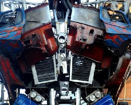Optimus-Prime-statue3