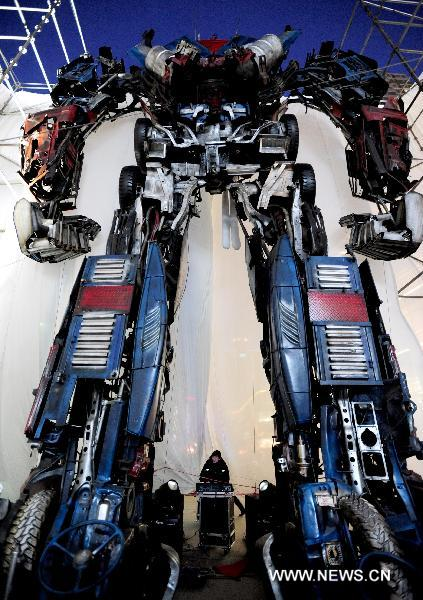 Optimus-Prime-statue4